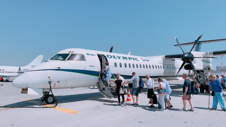 アテネ サントリーニ 乗り継ぎ 機材 プロペラ機
