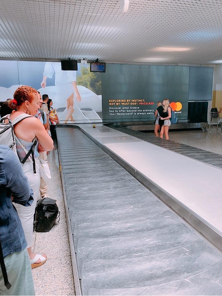 サントリーニ空港 荷物 空港