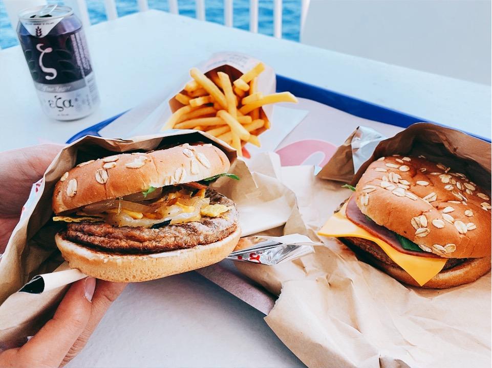 ブルースターフェリーズ 船内 ハンバーガー ランチ