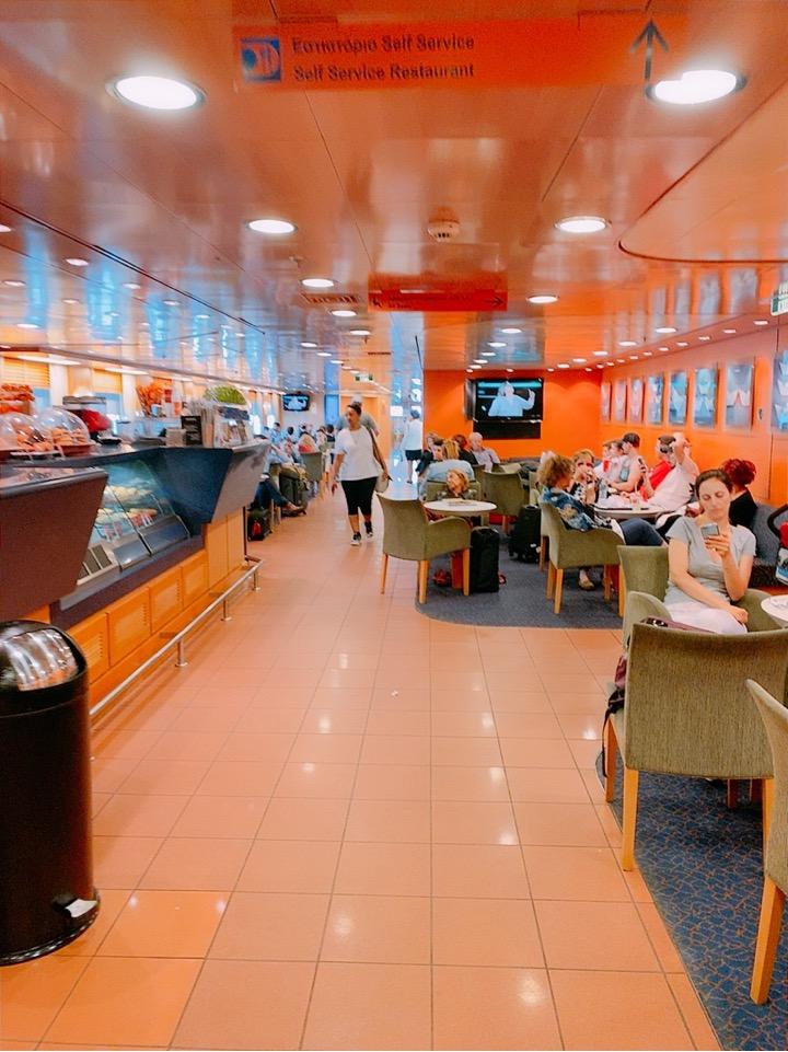 ミコノス島 スターフェリーズ 船内 カフェ