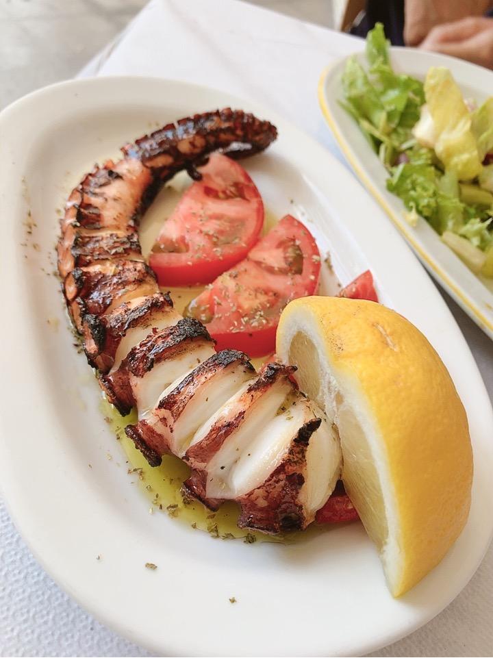 アテネ タコ シーフード レストラン 食事