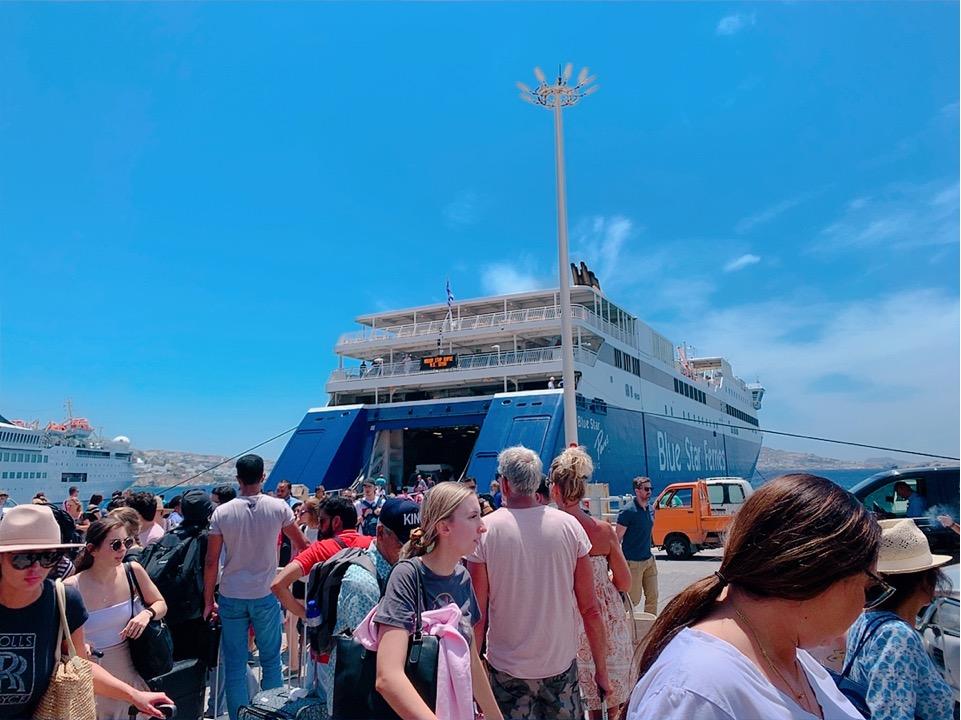 ミコノス アテネ ピレウス 移動 フェリー 乗船