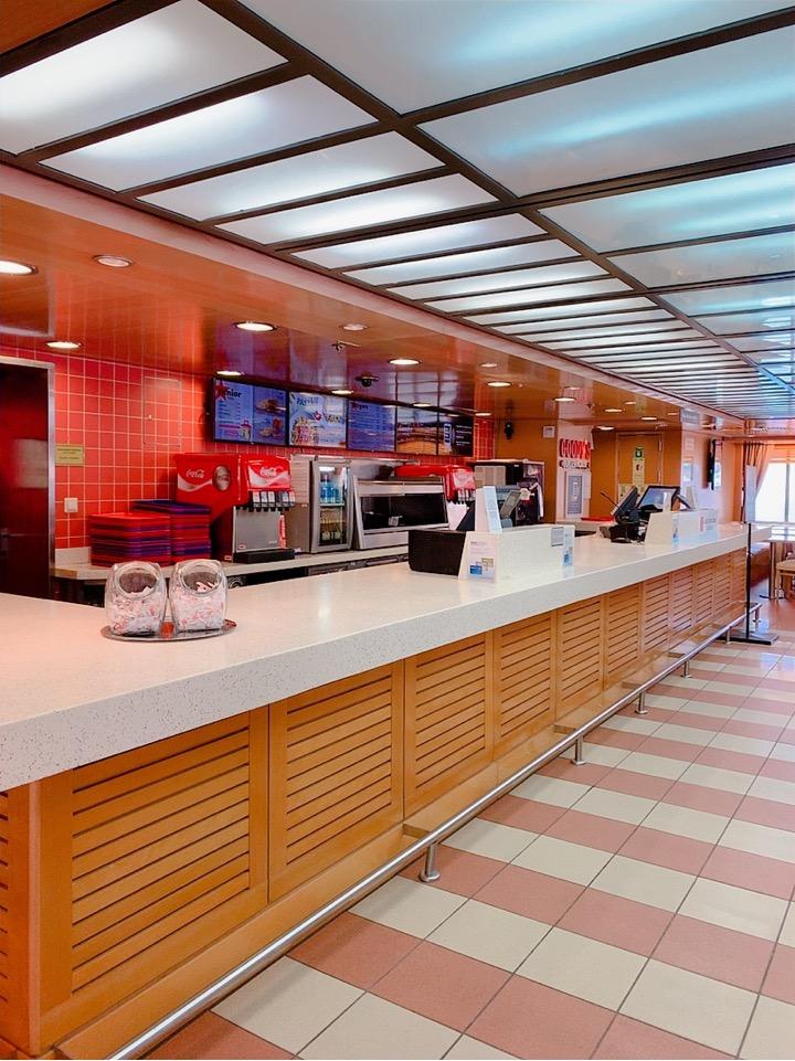 ブルースターフェリーズ 船内 ハンバーガー 昼食
