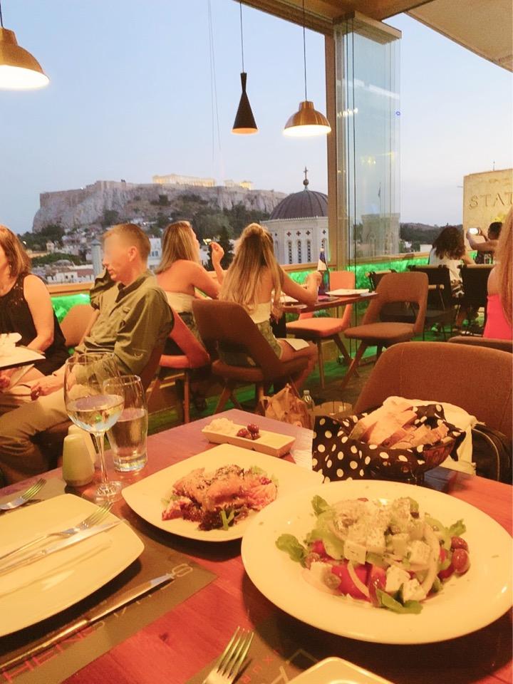 ギリシャ オープンテラス パルテノン神殿が見える 食事 ディナー デート