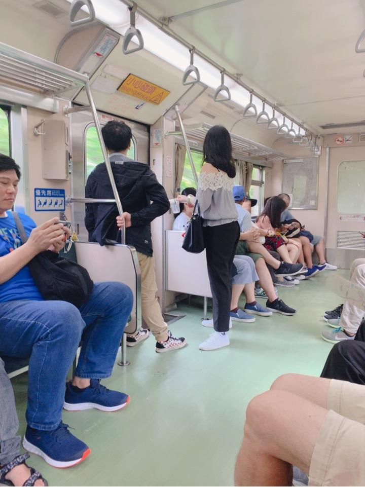 瑞芳駅 平渓線 十分 電車 車内 混む