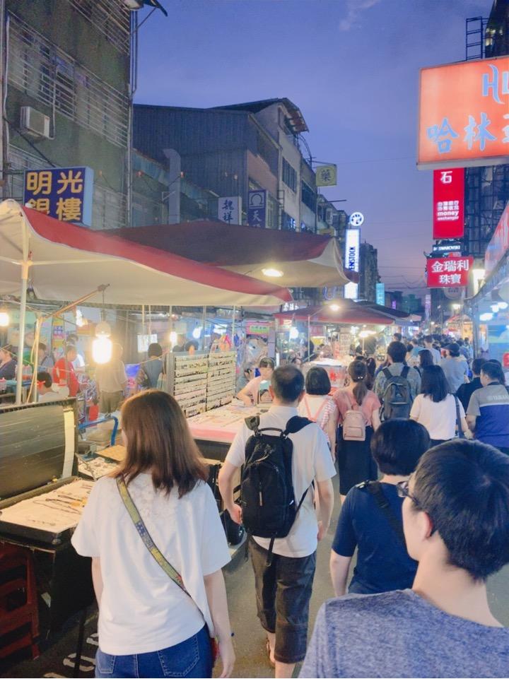 饒河街観光夜市 台北 人多い インスタ映え