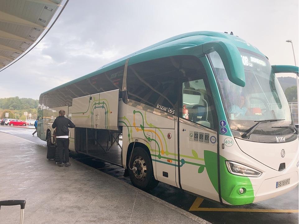 サンセバスティアン ビルバオ空港 行き方 バス バス乗り場 ドノスティア駅 ビルバオ空港 到着
