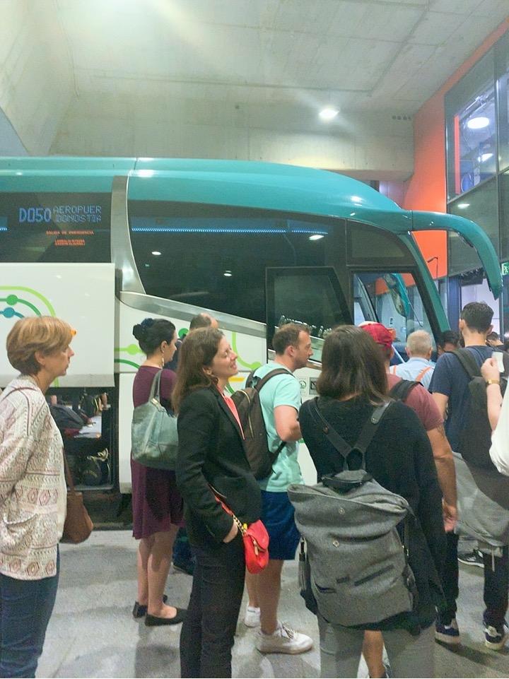 サンセバスティアン ビルバオ空港 行き方 バス バス乗り場 ドノスティア駅 スーツケース 混雑