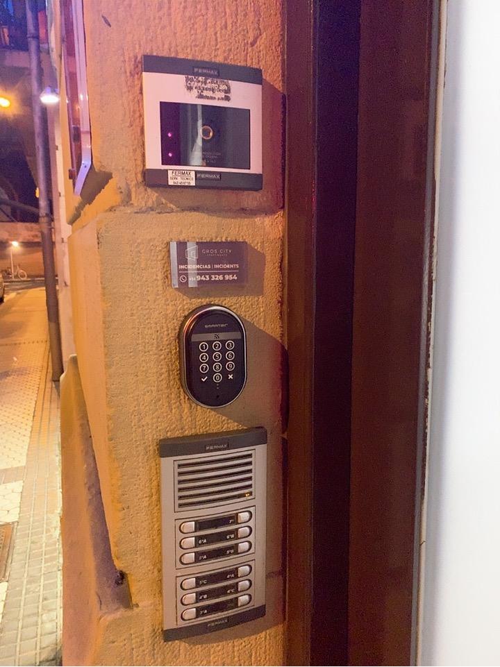 サンセバスティアン ホテル おすすめ welcome gros shotel アパートメント 入口 オートロック