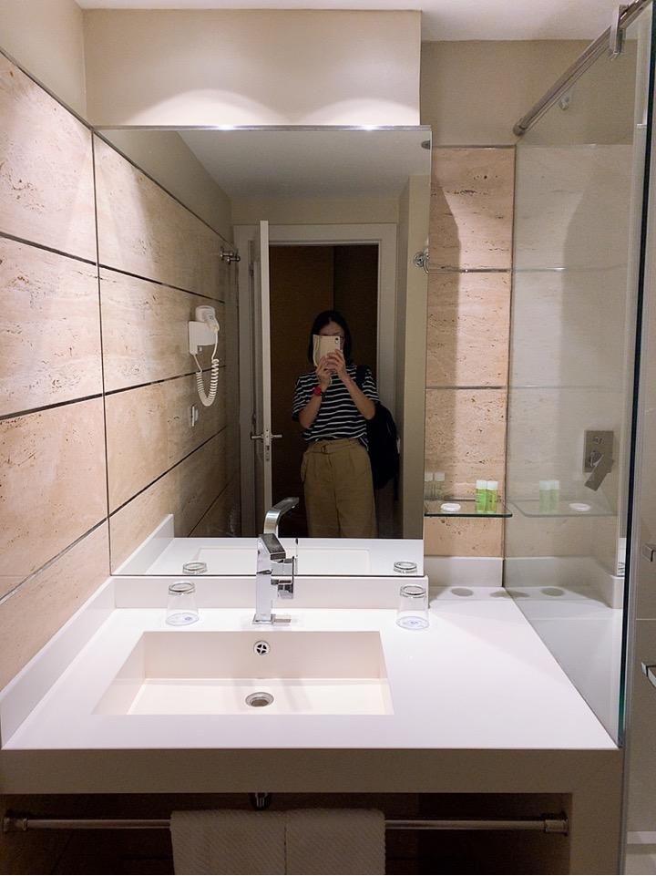 スペイン バルセロナ 空港 周辺 バスルーム シャワー アメニティ― BAH バスセロナエアポートホテル トランジット 宿泊