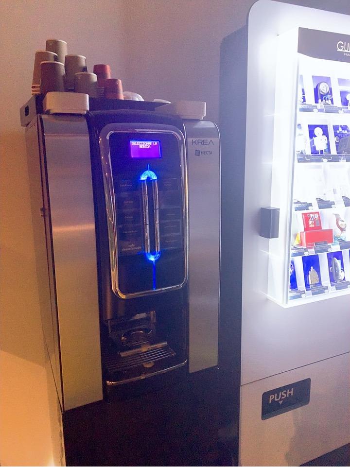 スペイン バルセロナ 空港 周辺 コーヒー コーヒーサービス 無料 コーヒーマシーン BAH バスセロナエアポートホテル トランジット 宿泊
