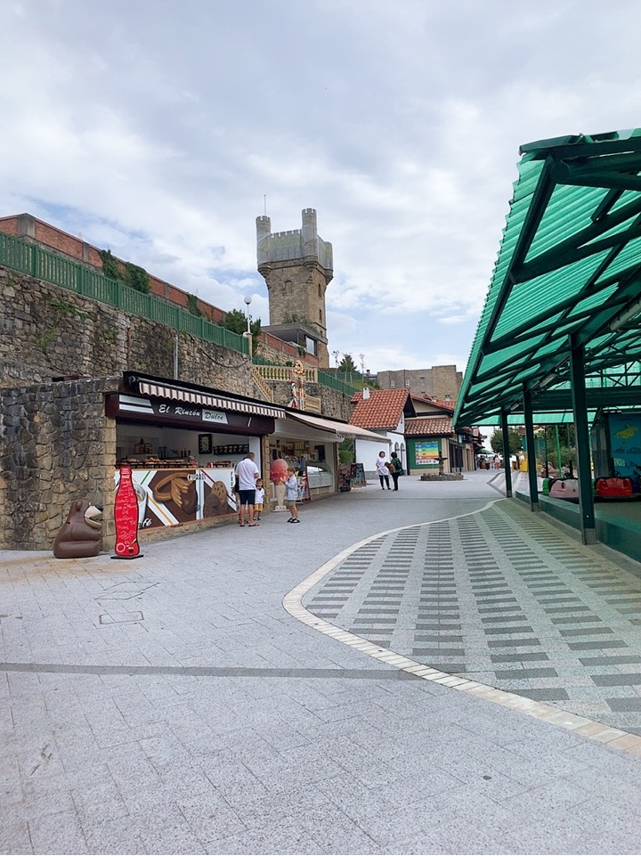 サンセバスティアン 観光 スペイン ケーブルカー monte lgueldo 頂上 テーマパーク 食事 カフェ