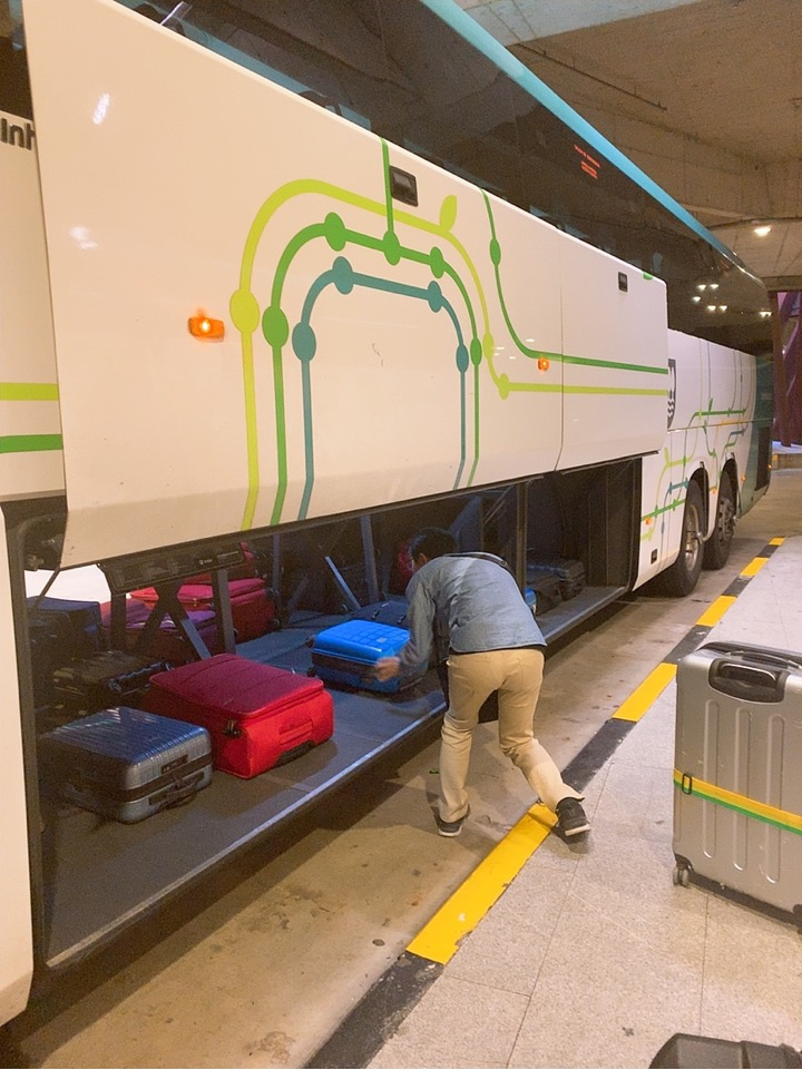 サンセバスティアン ビルバオ空港 行き方 バス バス乗り場 ドノスティア駅 スーツケース トランク