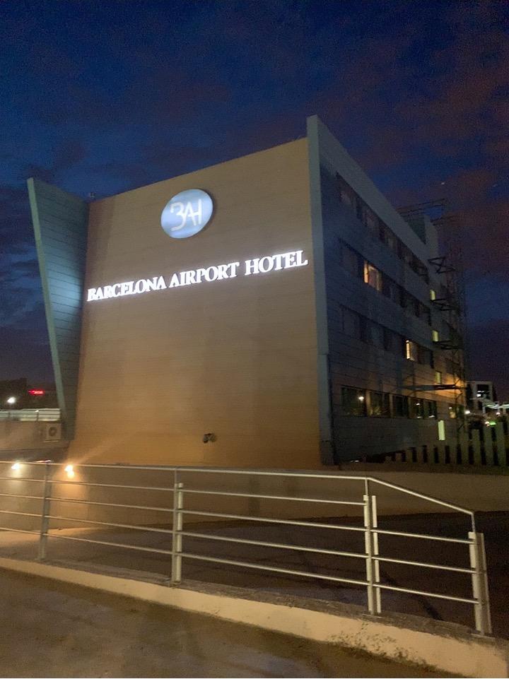 スペイン バルセロナ 空港 周辺 BAH バスセロナエアポートホテル トランジット 宿泊