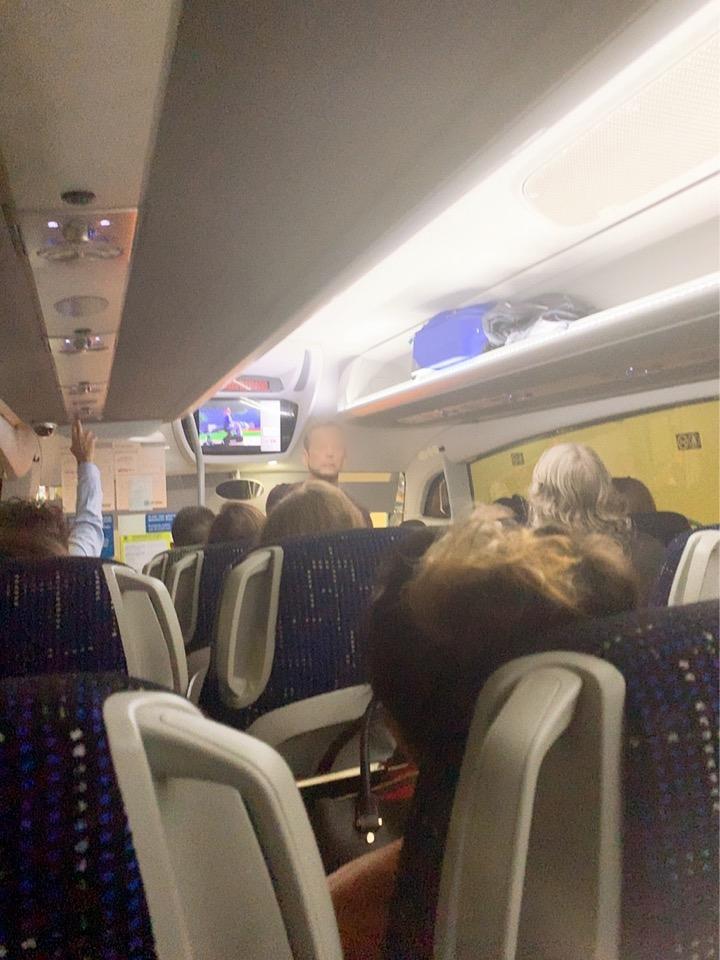 サンセバスティアン ビルバオ空港 行き方 バス バス乗り場 ドノスティア駅 車内 満席