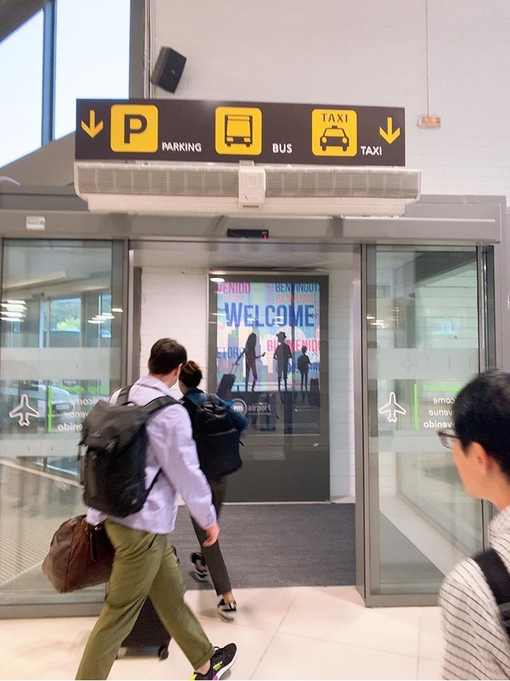 サンセバスティアン空港 小さい サンセバスティアン 空港 バス タクシー バス乗り場