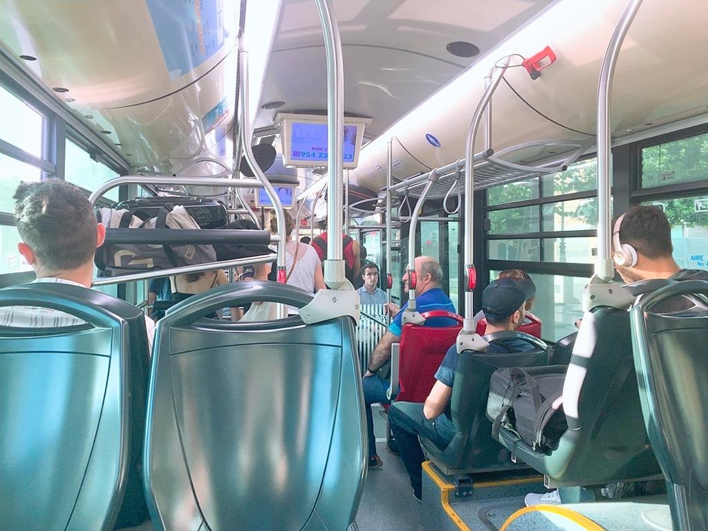 バス スペイン セビリア 空港 市内 バス 車内 様子