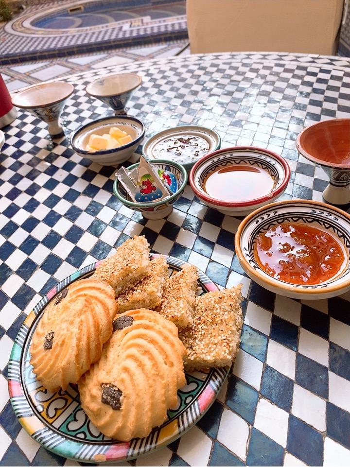 モロッコ フェズ リヤド 宿泊 ホテル 朝食 クッキー