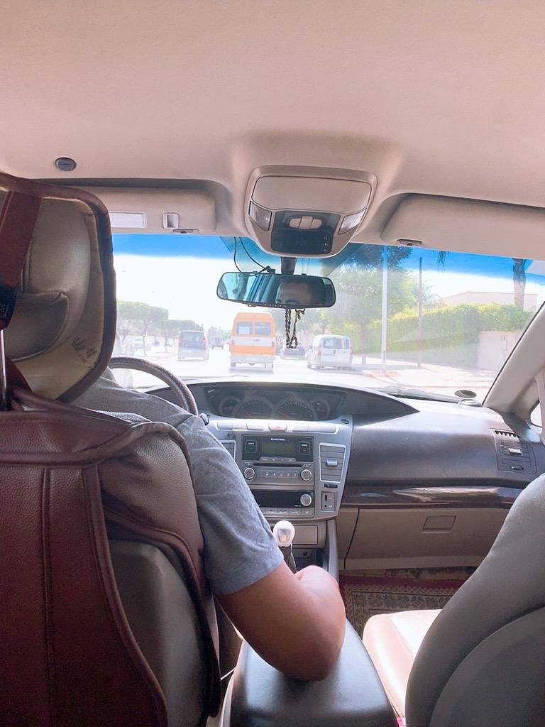 モロッコ フェズ ホテル 空港 移動 タクシー 車内