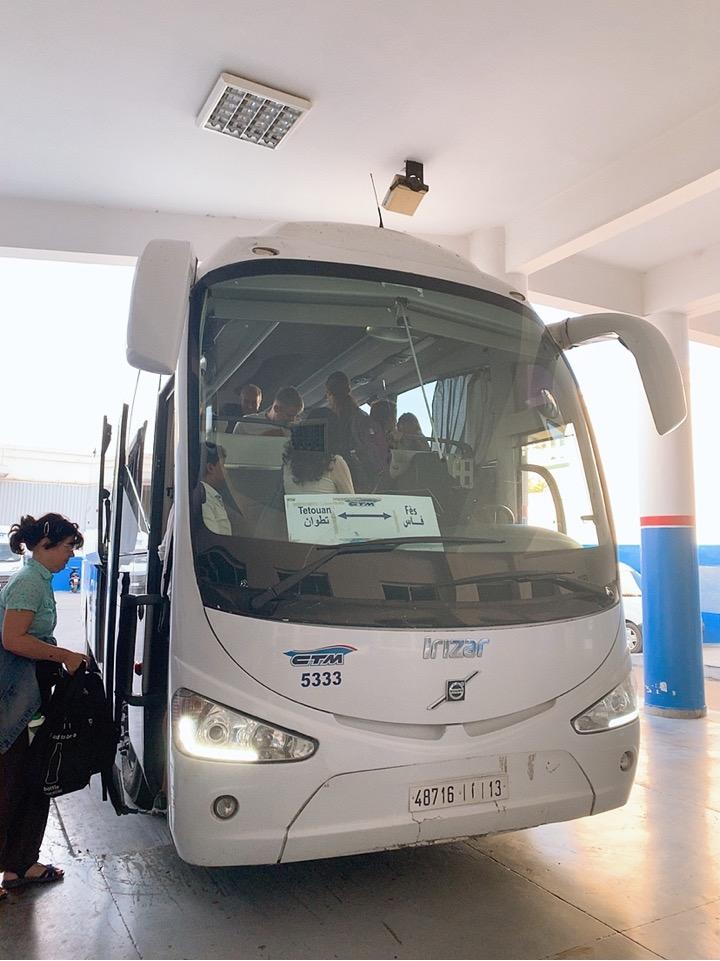 モロッコ フェズ シャウエン CTM バス 車内