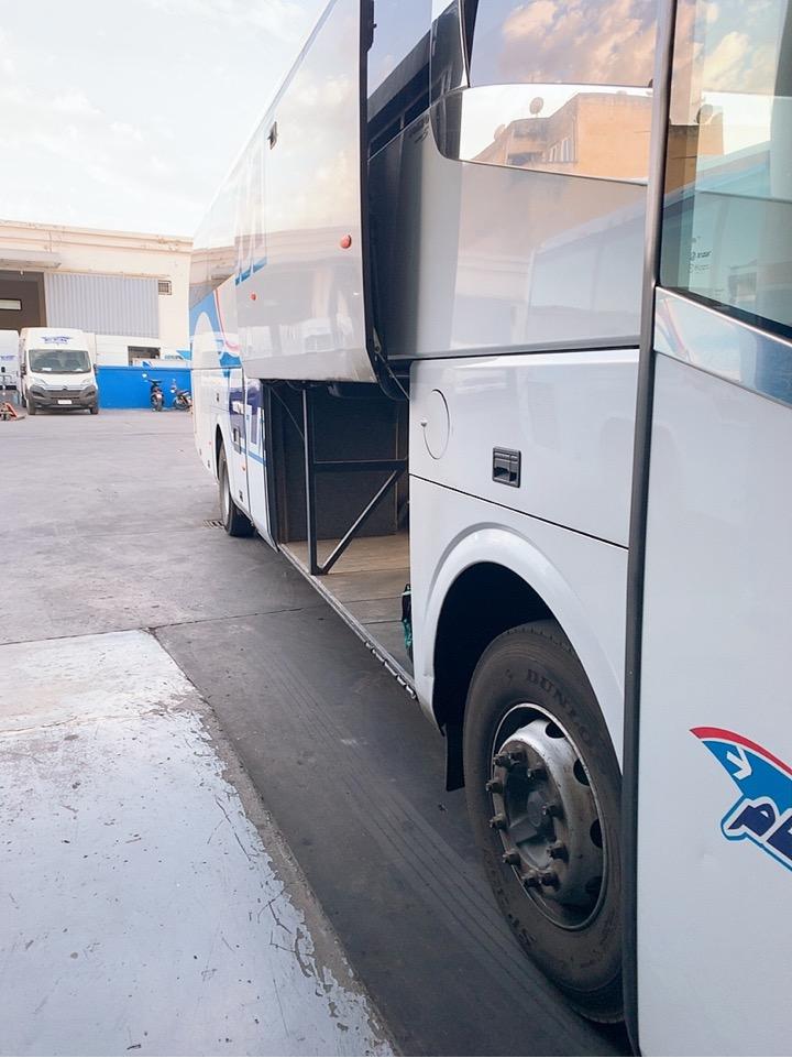 モロッコ フェズ CTM バス スーツ―ス トランク