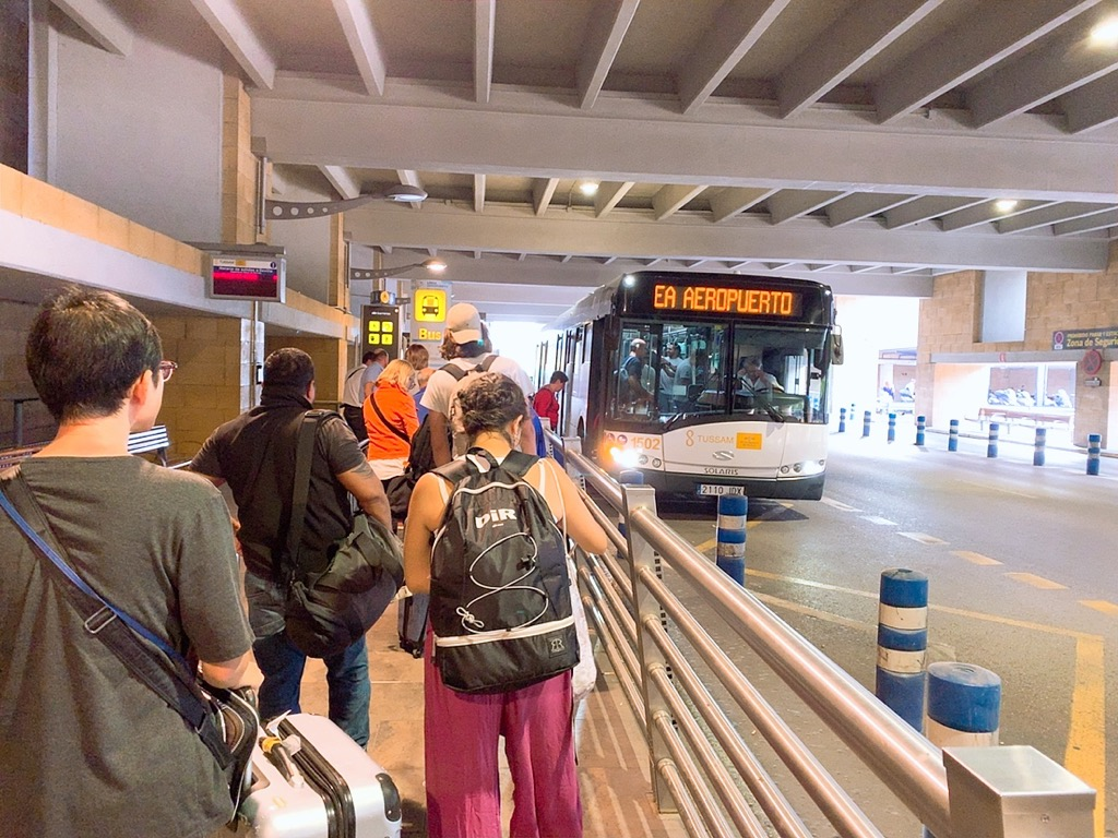 セルビア空港 空港 バス 市内 EA バス停