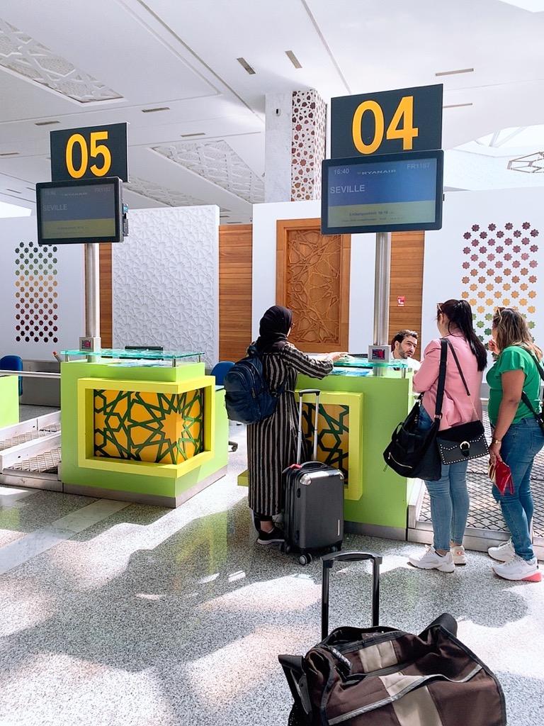 モロッコ フェズ 空港 チェックイン カウンター