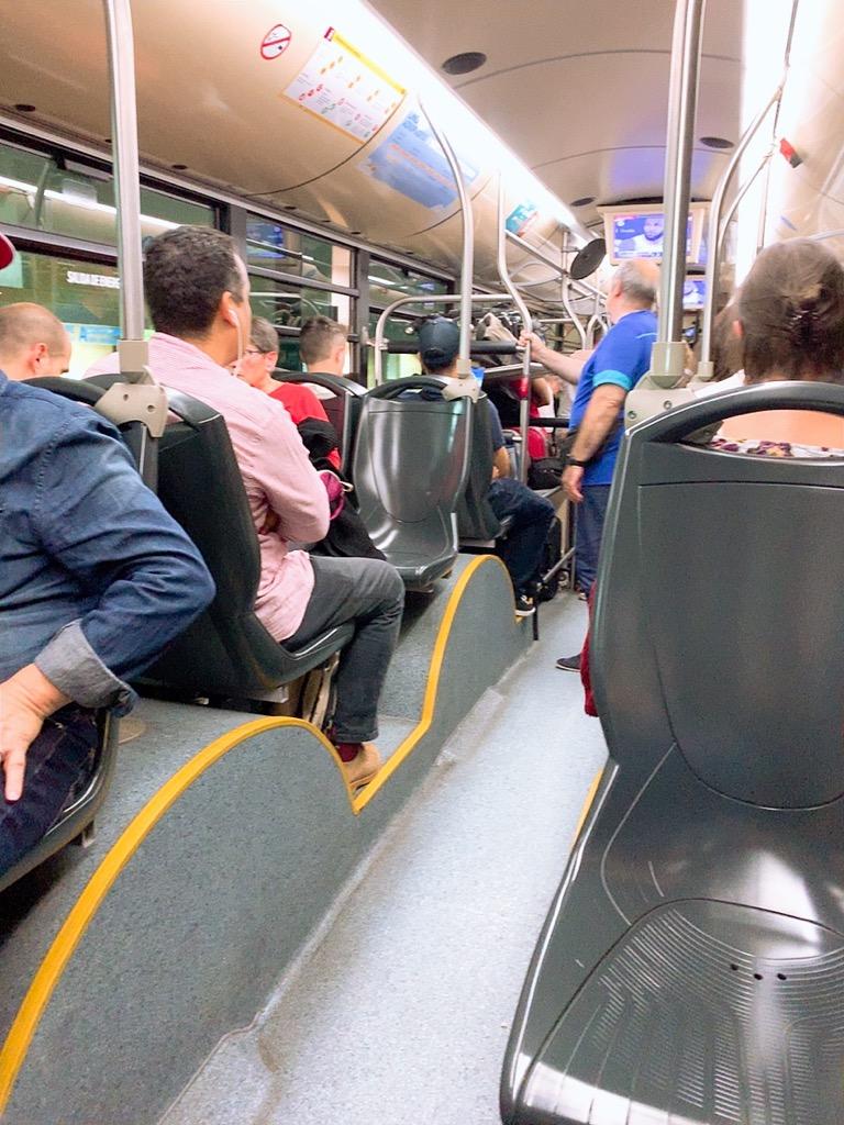 バス スペイン セビリア 空港 市内 バス 車内