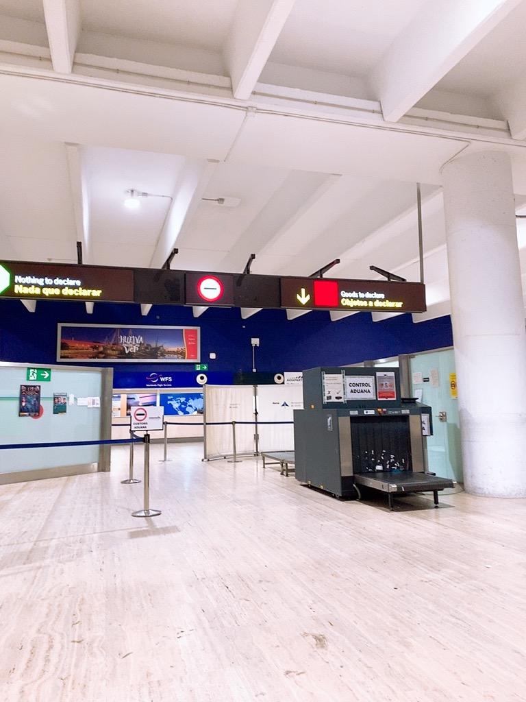 セビリヤ空港 荷物 ピックアップ 検査