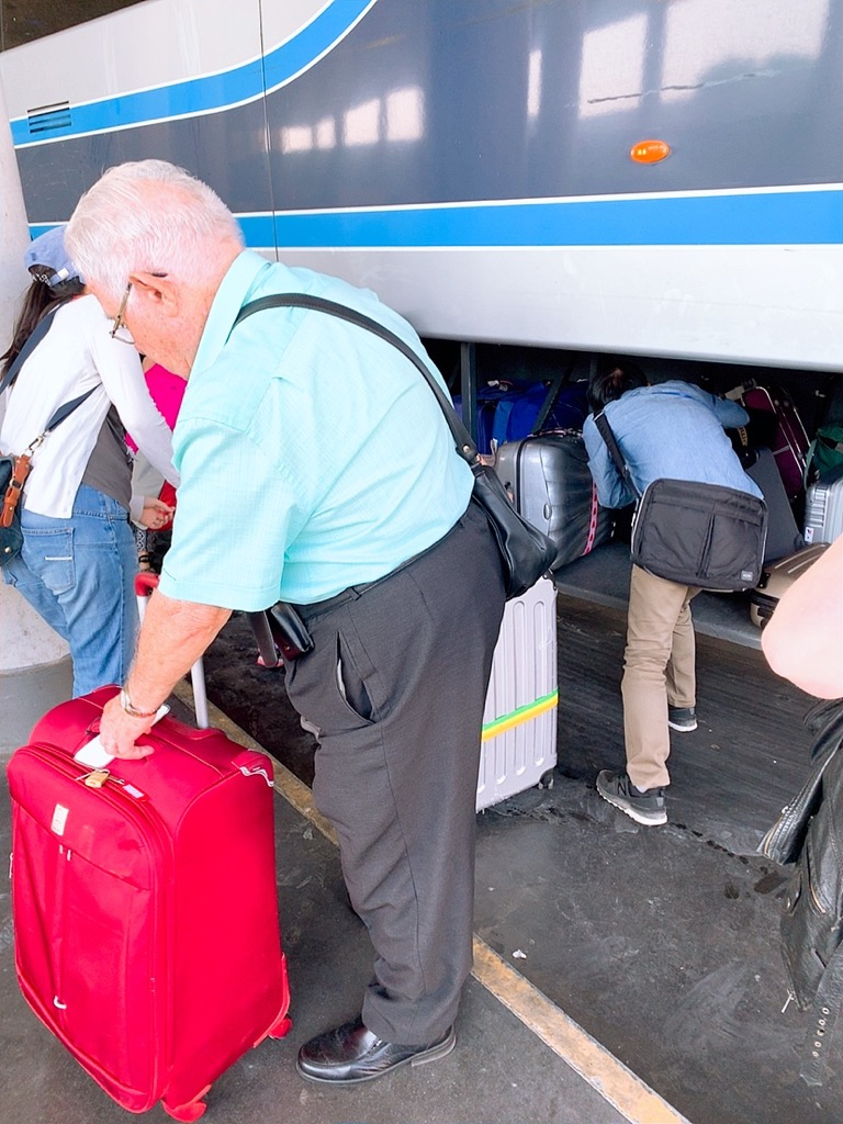 セビリア コルドバ バス トランク スーツケース