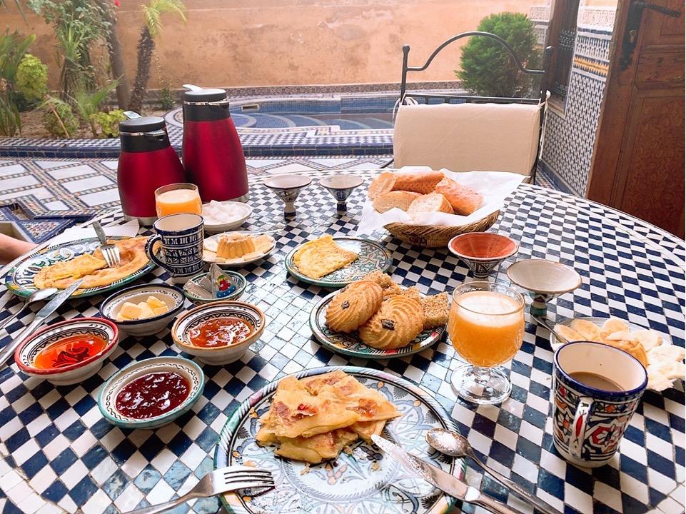 モロッコ フェズ リヤド 宿泊 ホテル 朝食 パン