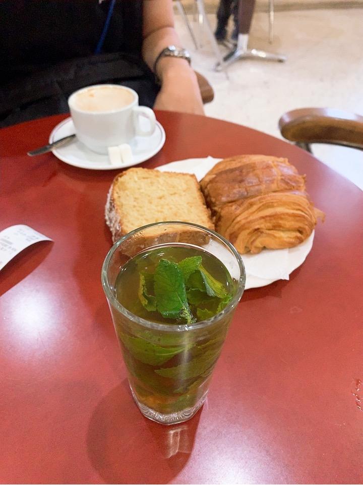 モロッコ フェズ バス乗り場 CTM バス カフェ 朝食