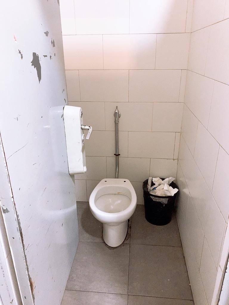 セビリア バスターミナル トイレ 有料