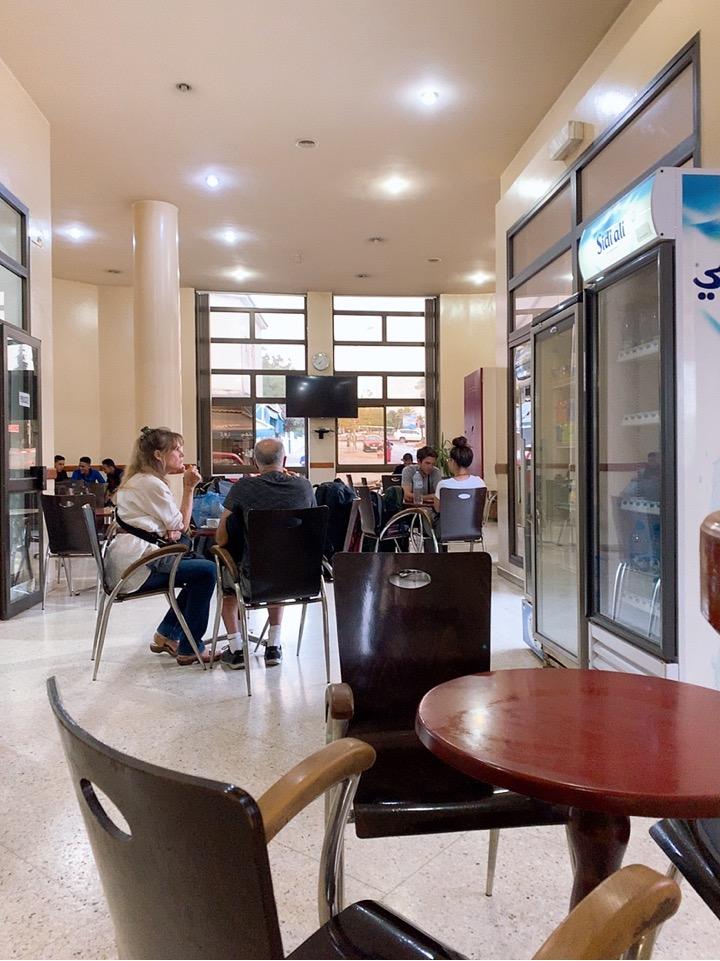 モロッコ フェズ バス乗り場 CTM バス カフェ