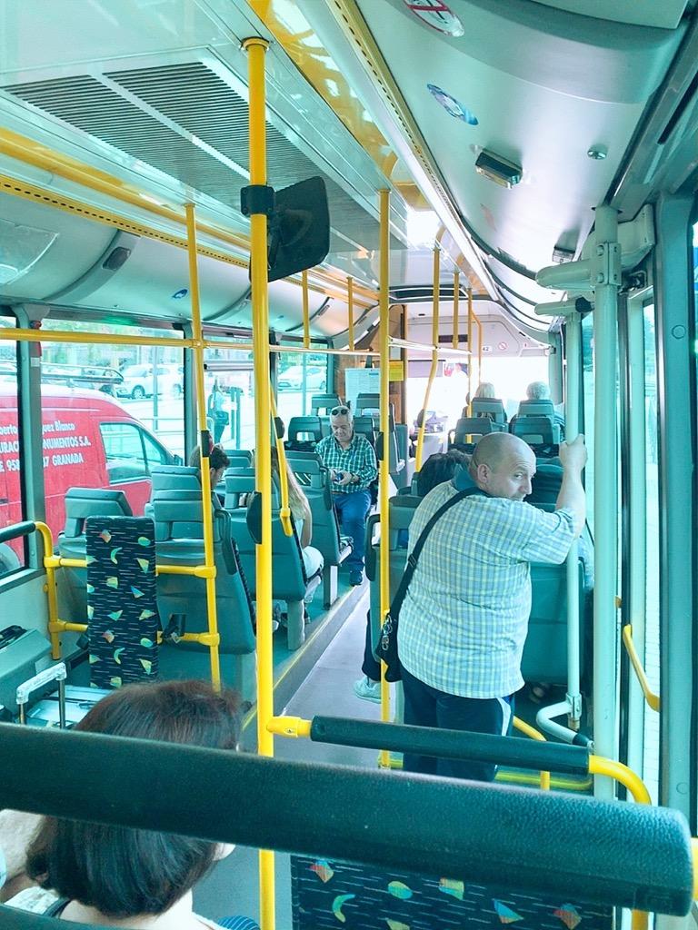 グラナダ バス 市内 車内