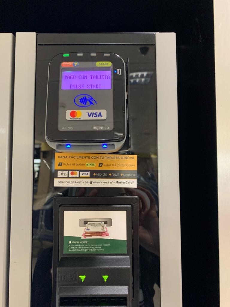 グラナダ空港 スペイン 自動販売機 クレジット カード