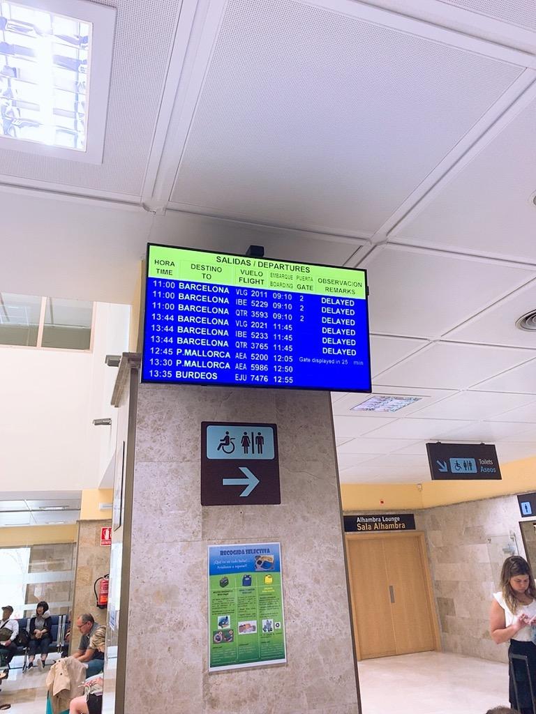 グラナダ 空港 ストライキ 遅延 LCC vueling ブエリング航空 待合室
