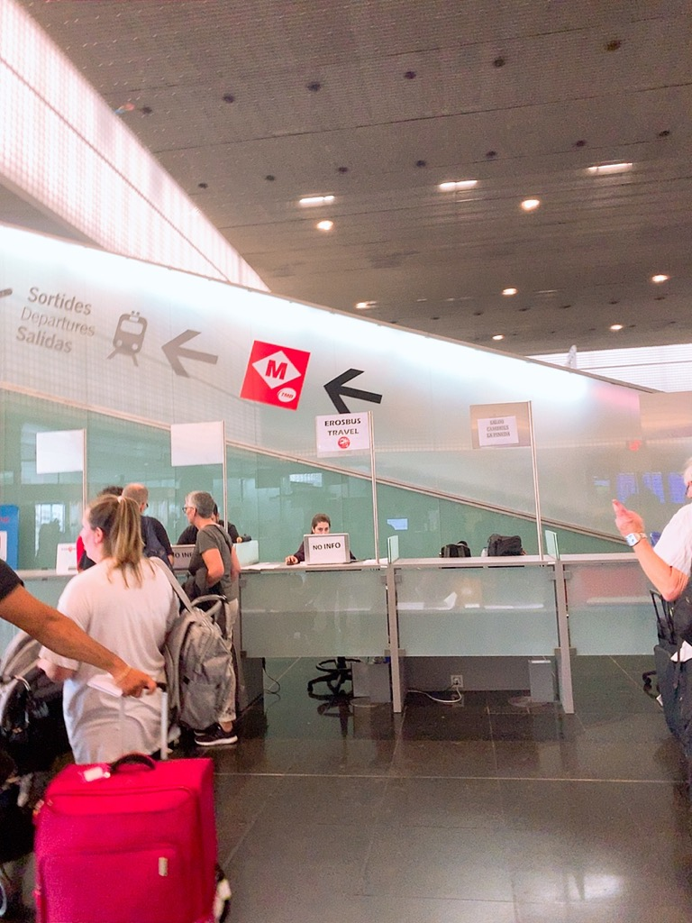 バスルセロナ空港 市内 電車 乗り場