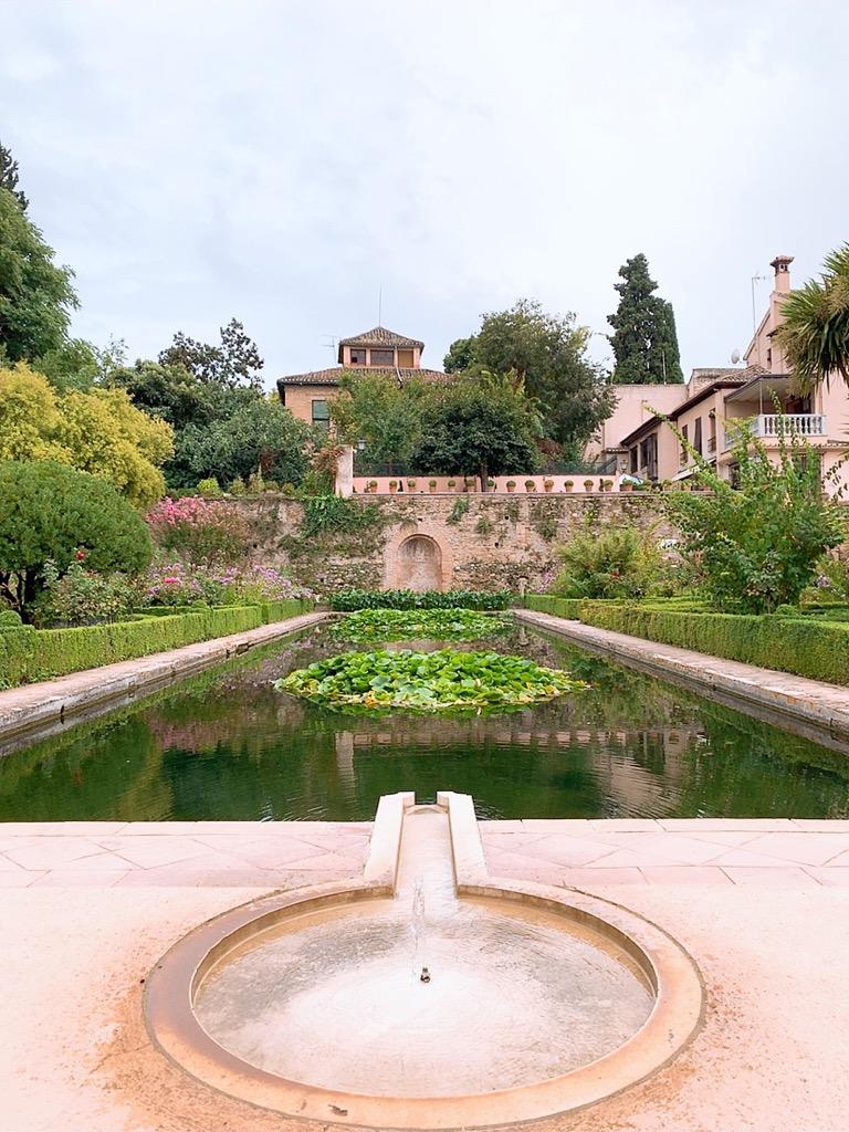 アルハンブラ宮殿 観光 池
