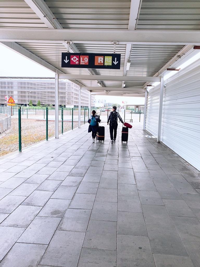 バルセロナ空港 メトロ 市内 乗り場 renfe 遠い 移動