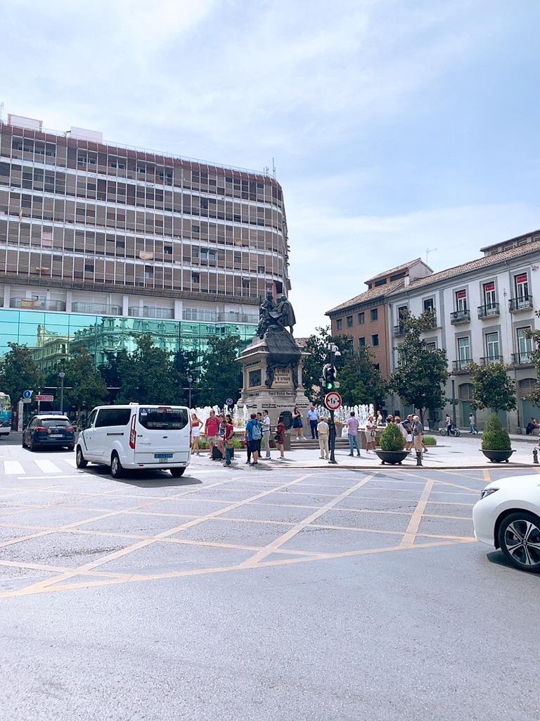 Plaza Isabel la Católica イザベル ラ カトリカ 広場
