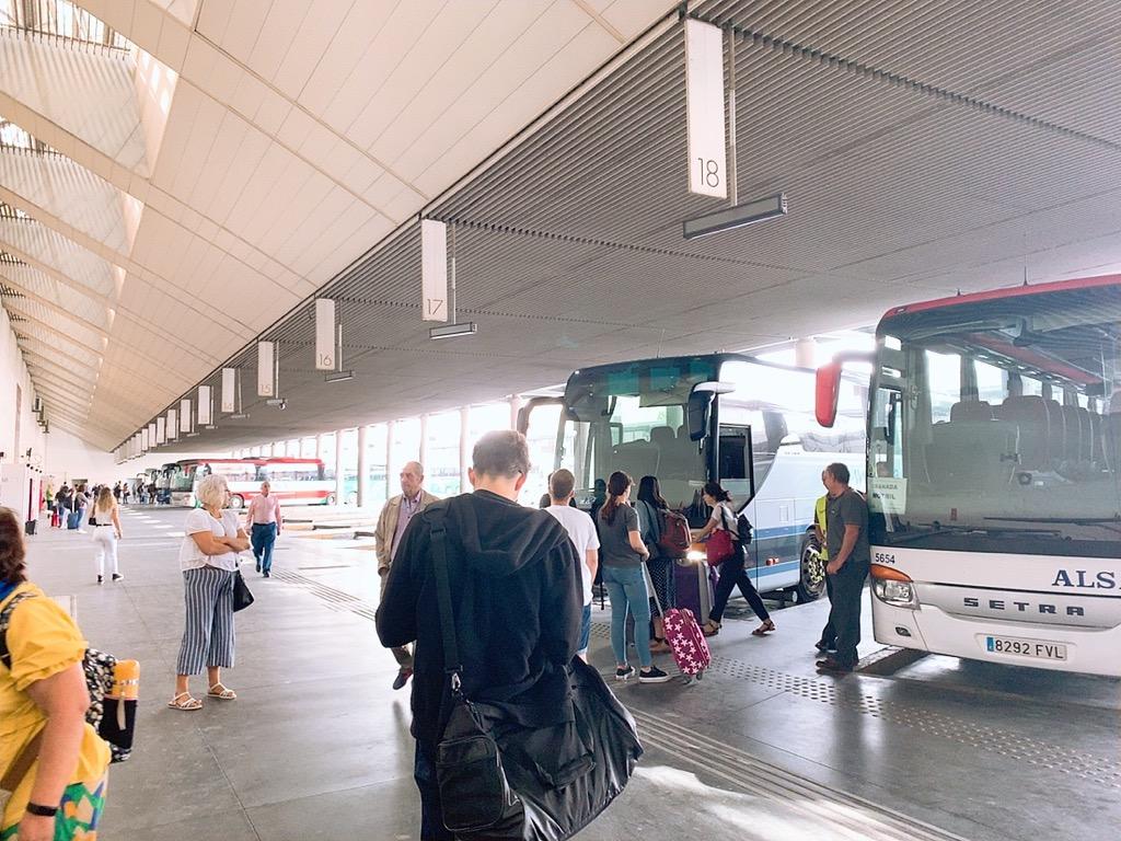グラナダ バスターミナル バス alsa