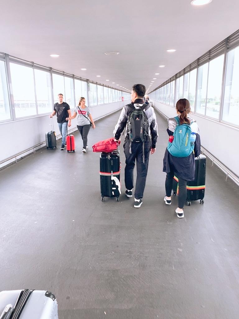 バルセロナ空港 メトロ 市内 乗り場 renfe 移動