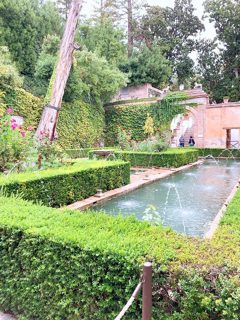 アルハンブラ宮殿 グラナダ 庭園 景色 池 噴水