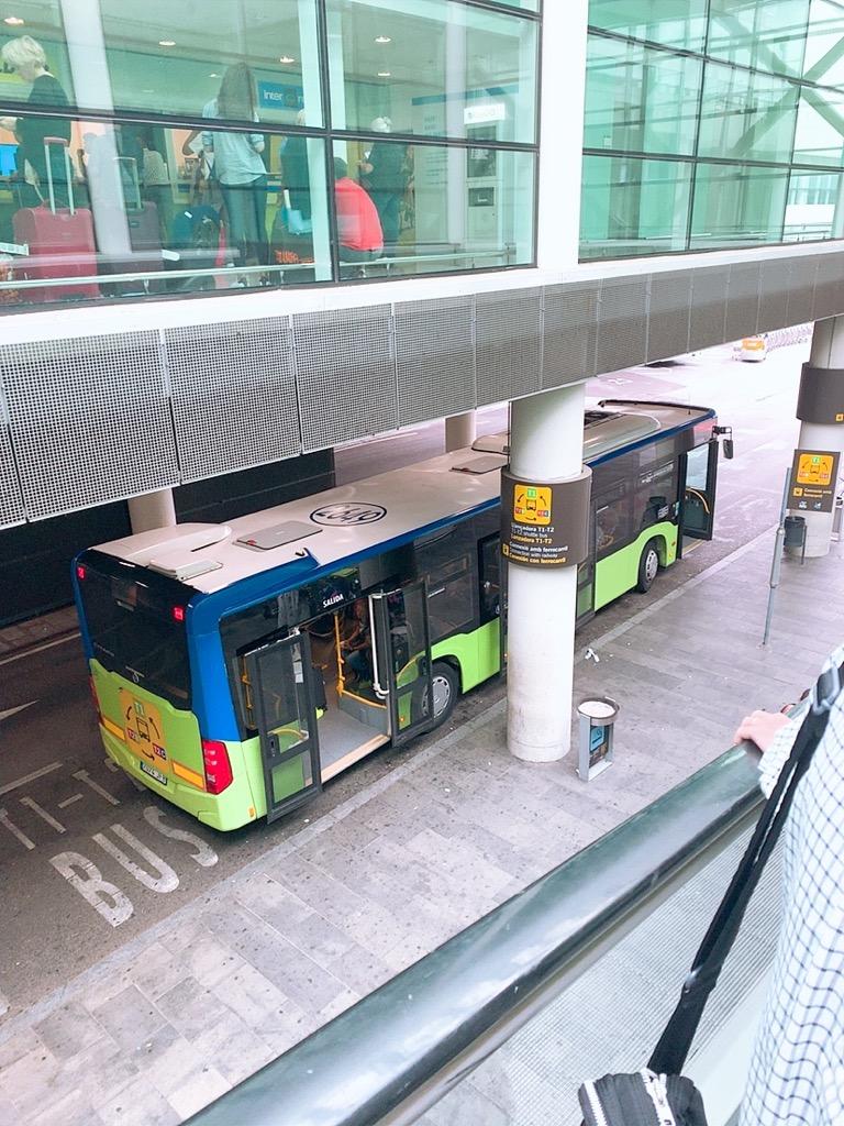 バルセロナ空港 ターミナル 移動 バス