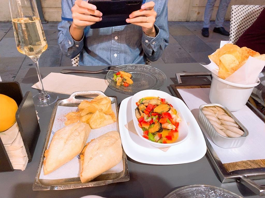 グラナダ レストラン ディナー バル 晩御飯