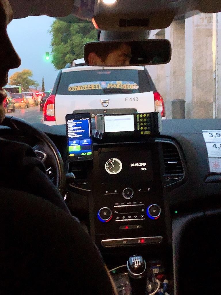 コルドバ タクシー 車内