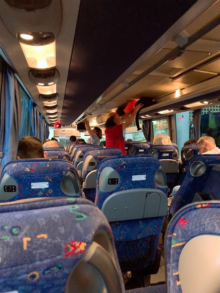 コルドバ グラナダ バス 車内 座席 荷物