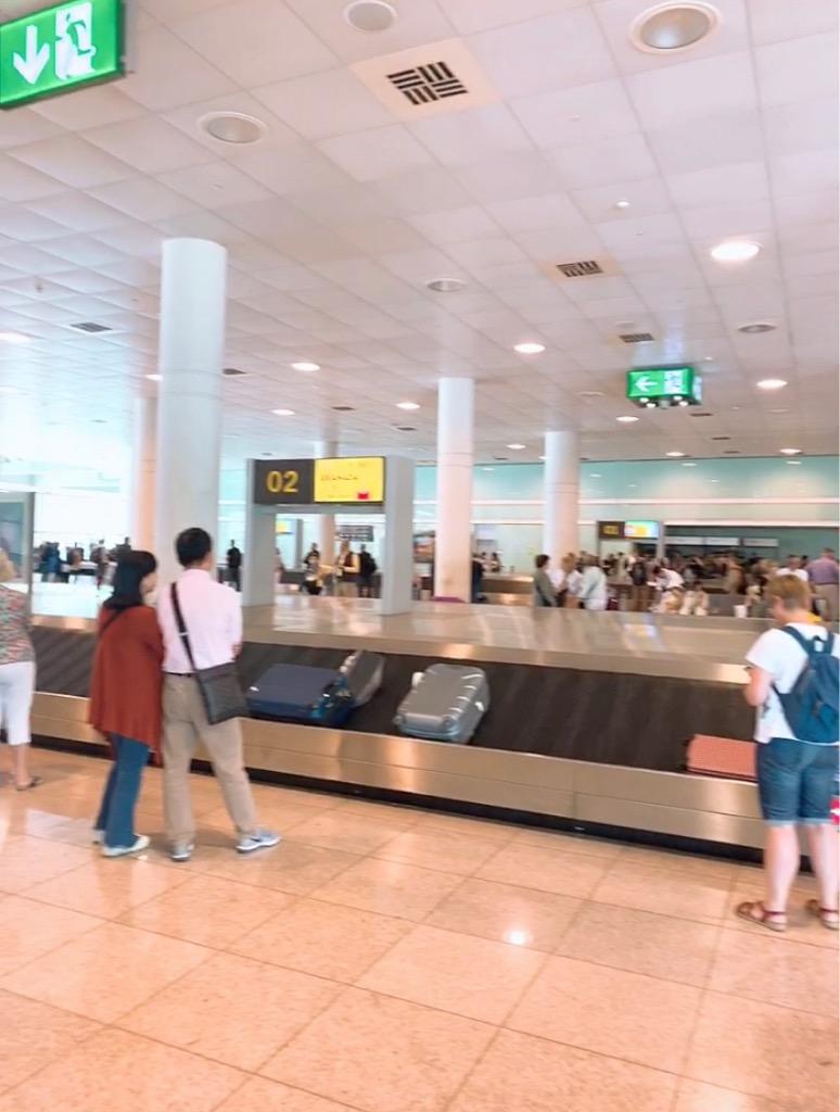 バルセロナ 空港 ストライキ スーツケース 遅延