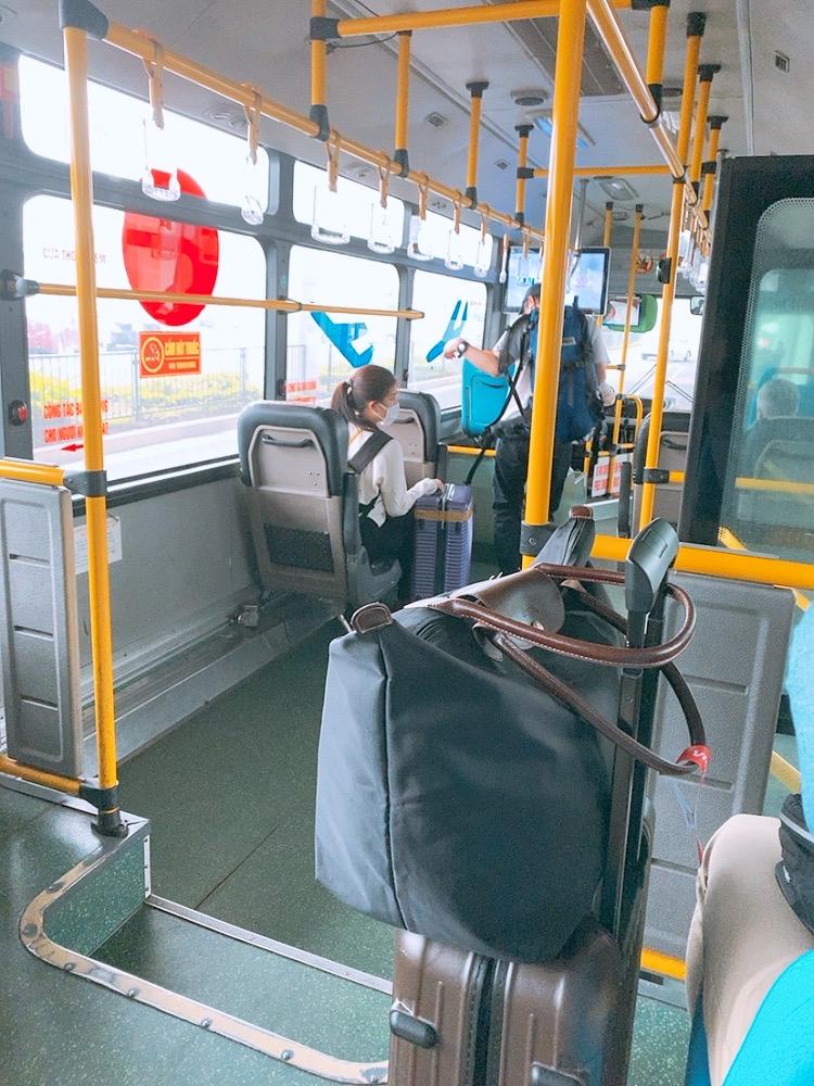 ハノイ 空港 ノイバイ空港 国際線 国内線 連絡バス 無料 バス 移動 車内